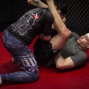 Trénink brazilského Jiu jitsu se zkušeným zápasníkem