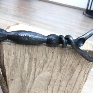 Ručně kovaný otvírák